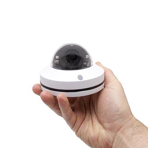 Mini caméra dôme PTZ dans la main